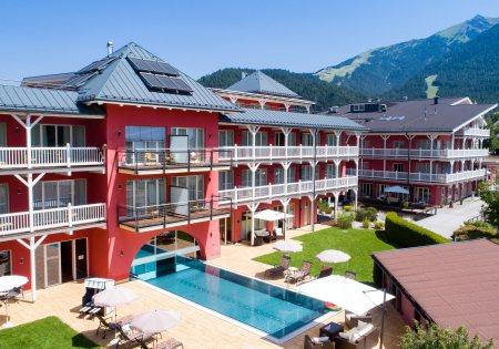 Außenansicht Sommer - Das Hotel Eden