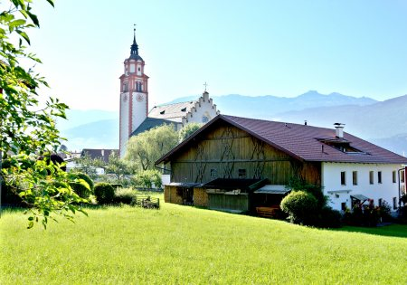 Absam Basilika und Bauernhof - Region Hall-Wattens