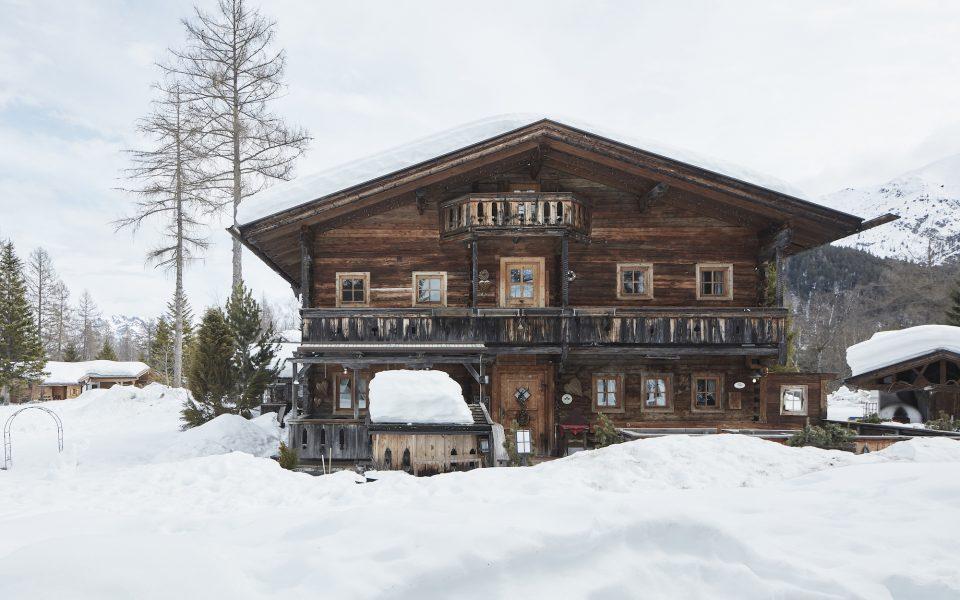 Almhütte Winter - Hotel Lärchenhof © David Schreyer