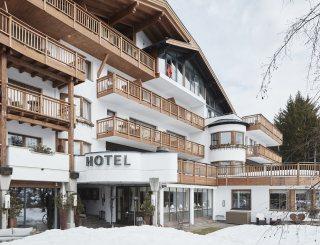 Außenansicht Winter - Hotel Lärchenhof © David Schreyer