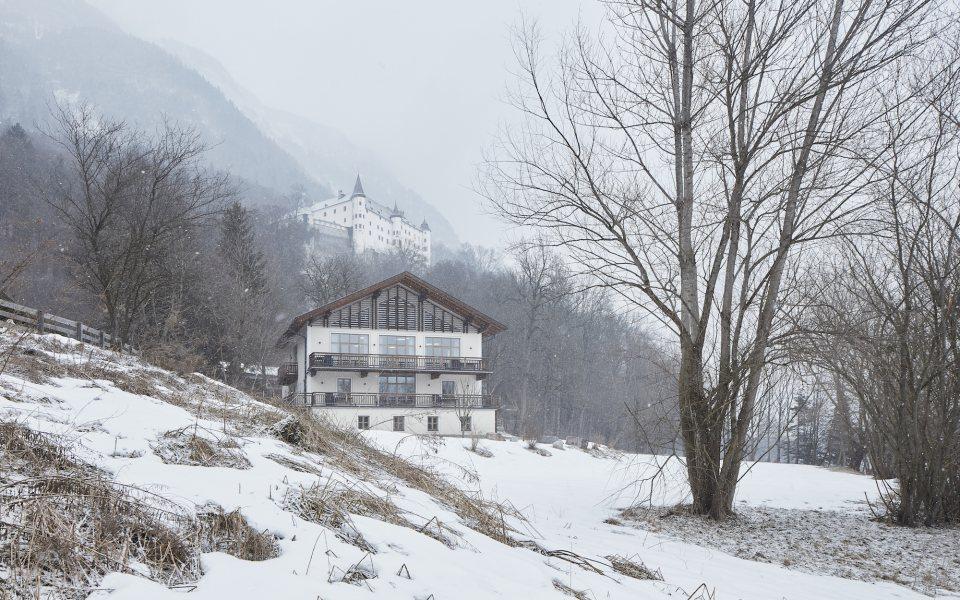 Außenansicht Winter - Seminarhof Tratzberg © David Schreyer