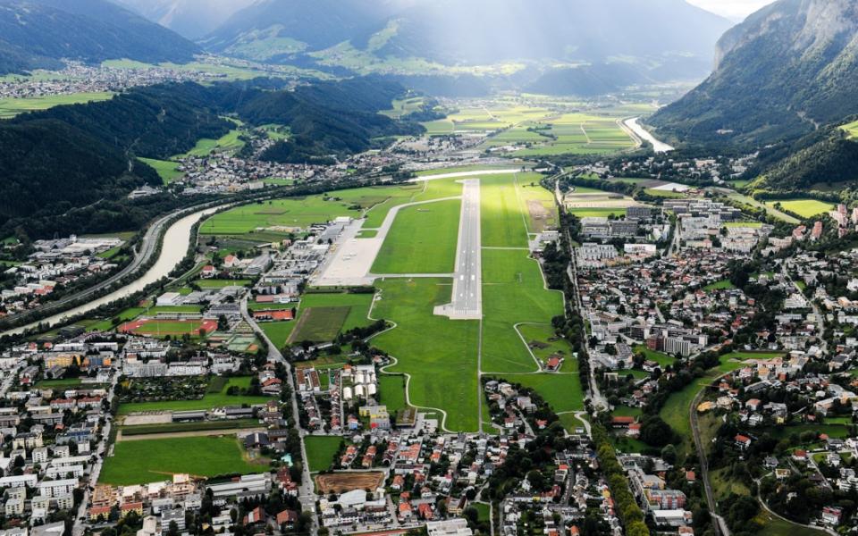 Anflug auf Innsbruck - Standortagentur Tirol