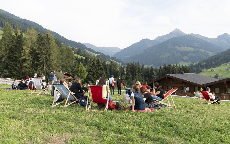 Forum Alpbach 2018 - Meeting im Liegestuhl © W9