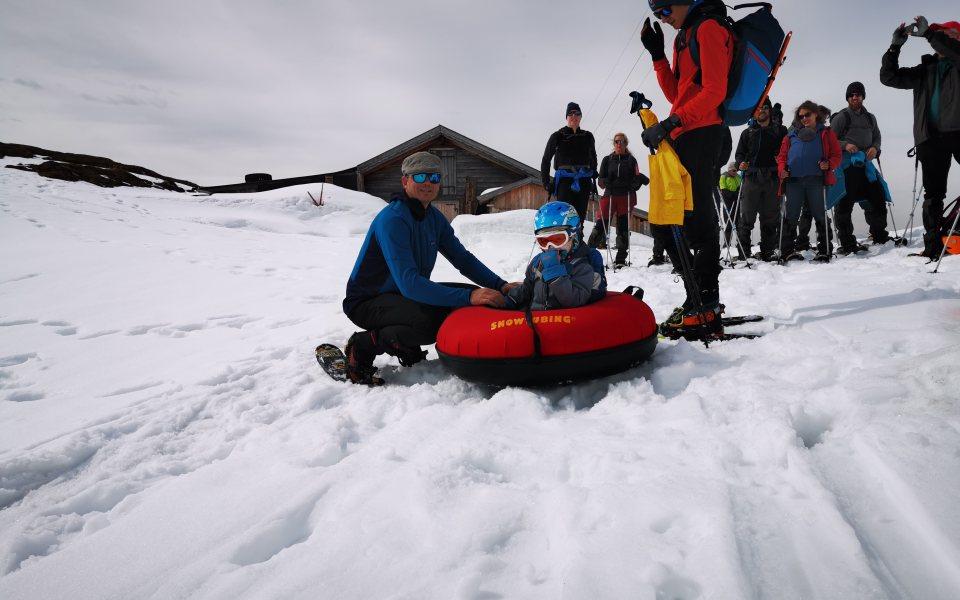Teambuilding in der Gramai - Snowtubing mit der ganzen Familie © eventation